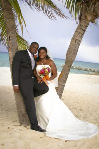 Cruise-ship diverted to Cayman, no problem for this wedding - image 3