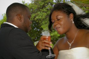 Cruise-ship diverted to Cayman, no problem for this wedding - image 6