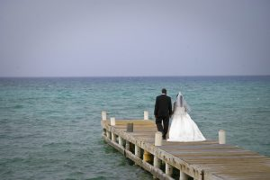 Cruise-ship diverted to Cayman, no problem for this wedding - image 4