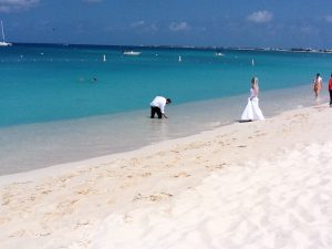 How I use my Ipad 2 in your Cayman Islands beach wedding - image 3