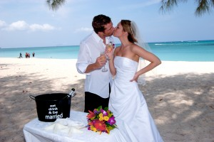 It's so easy to have a Cayman Is Cruise Wedding...see how here - image 1