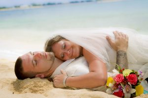 It was a Grand Cayman Beach Wedding for this Baltimore Couple - image 6